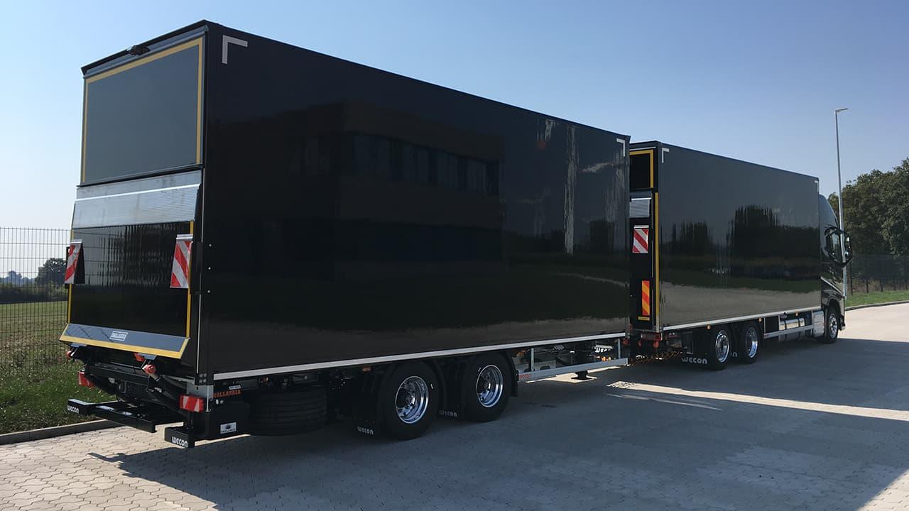 Gliederzug mit Kofferaufbau und Ladebordwand sowie Durchladesystem