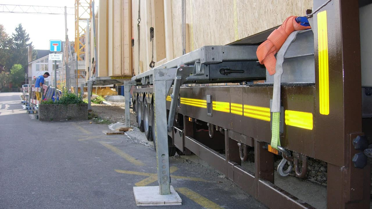 Optimale Ladungssicherung von Fertighäusern beim Transport